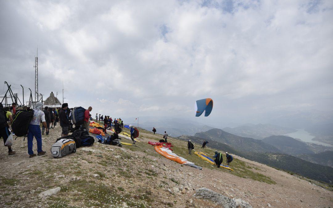 Andalucía se promociona como destino para la práctica del vuelo libre en la Coupe Icare francesa