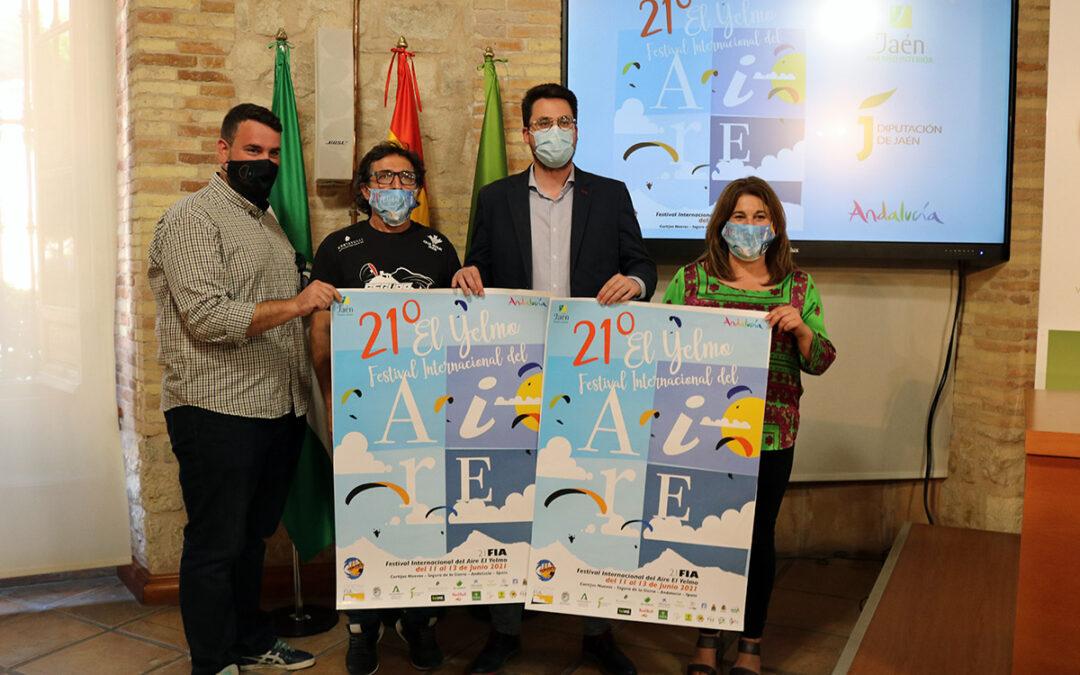 """La Diputación de Jaén acoge la presentación del XXI Festival Internacional del Aire """"El Yelmo"""", que llenará de color los cielos de la Sierra de Segura"""